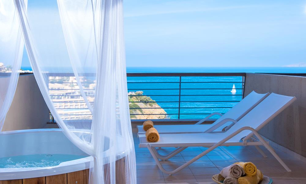 Family Suite  2 Bedroom Sea View with outdoor Jacuzzi Main Building